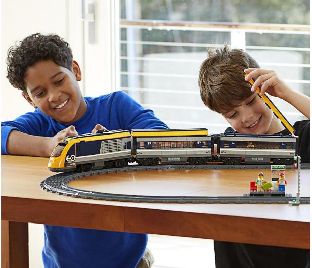 LEGO City 60197 Pociąg pasażerski - 436999 - zdjęcie 2