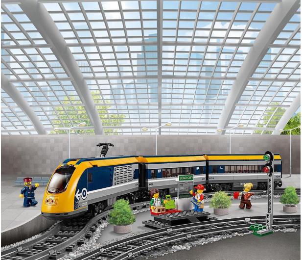 LEGO City 60197 Pociąg pasażerski - 436999 - zdjęcie 4